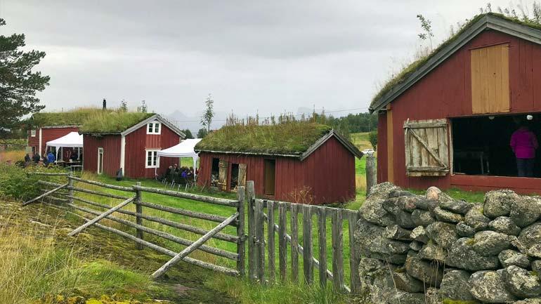gamle gårdsbygninger